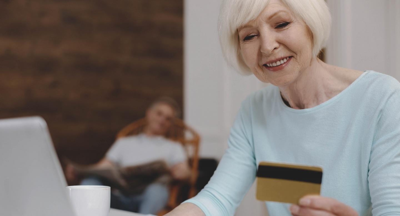 Кредитование в возрасте О чем важно и нужно знать людям пенсионного возраста прежде чем брать кредит Рефинансирование пенсионеров Льготы Лучшие предложения от 5 банков